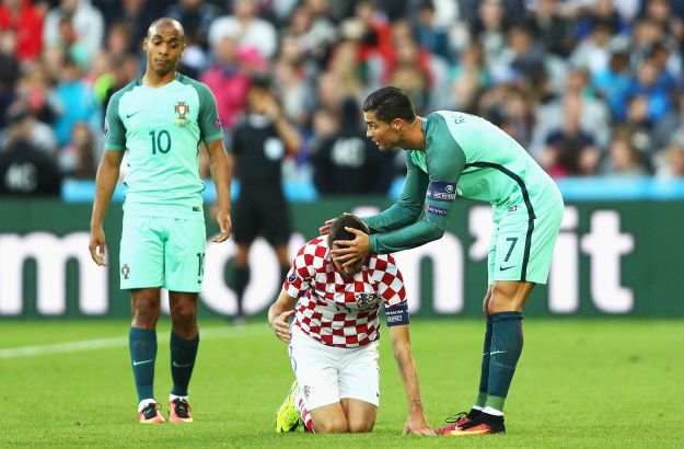 LENS, FRANCE - JUNE 25: Cristiano Ronaldo of Portugal apologises Darijo Srna of Croatia for fouling during the UEFA EURO 2016 round of 16 match between Croatia and Portugal at Stade Bollaert-Delelis on June 25, 2016 in Lens, France. (Photo by Paul Gilham/Getty Images)