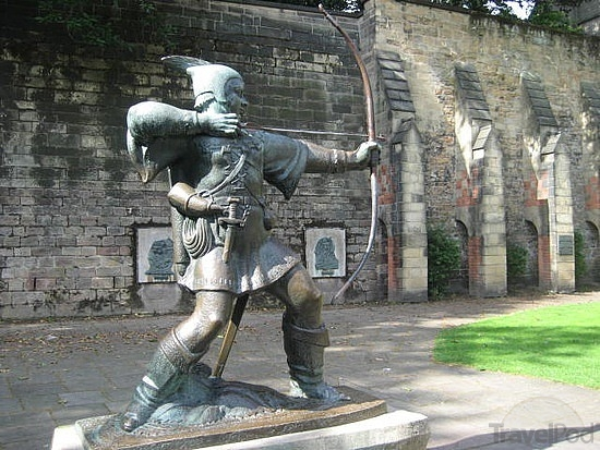 the-real-robin-hood-statue-wincham