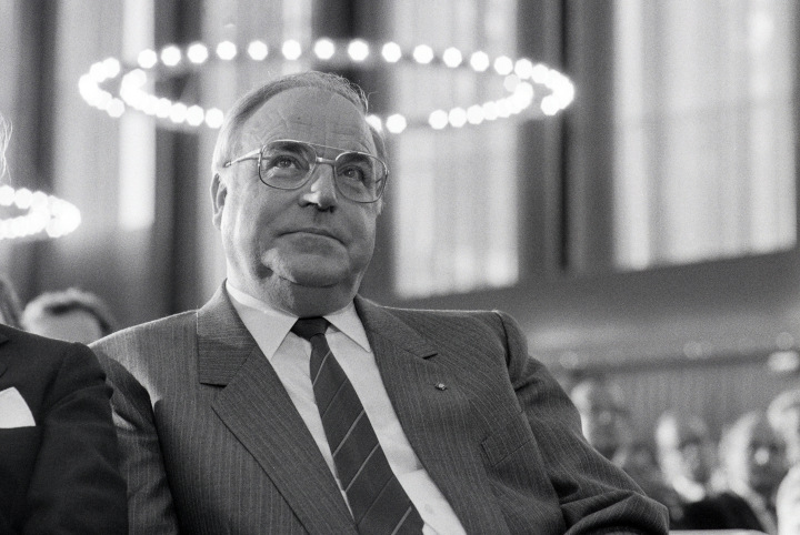 (GERMANY OUT) ca. 1991, DEU, Germany, Bonn, Dr. Helmut Kohl, Chancellor of the Federal Republic of Germany at Bonn (Photo by Oed/ullstein bild via Getty Images)